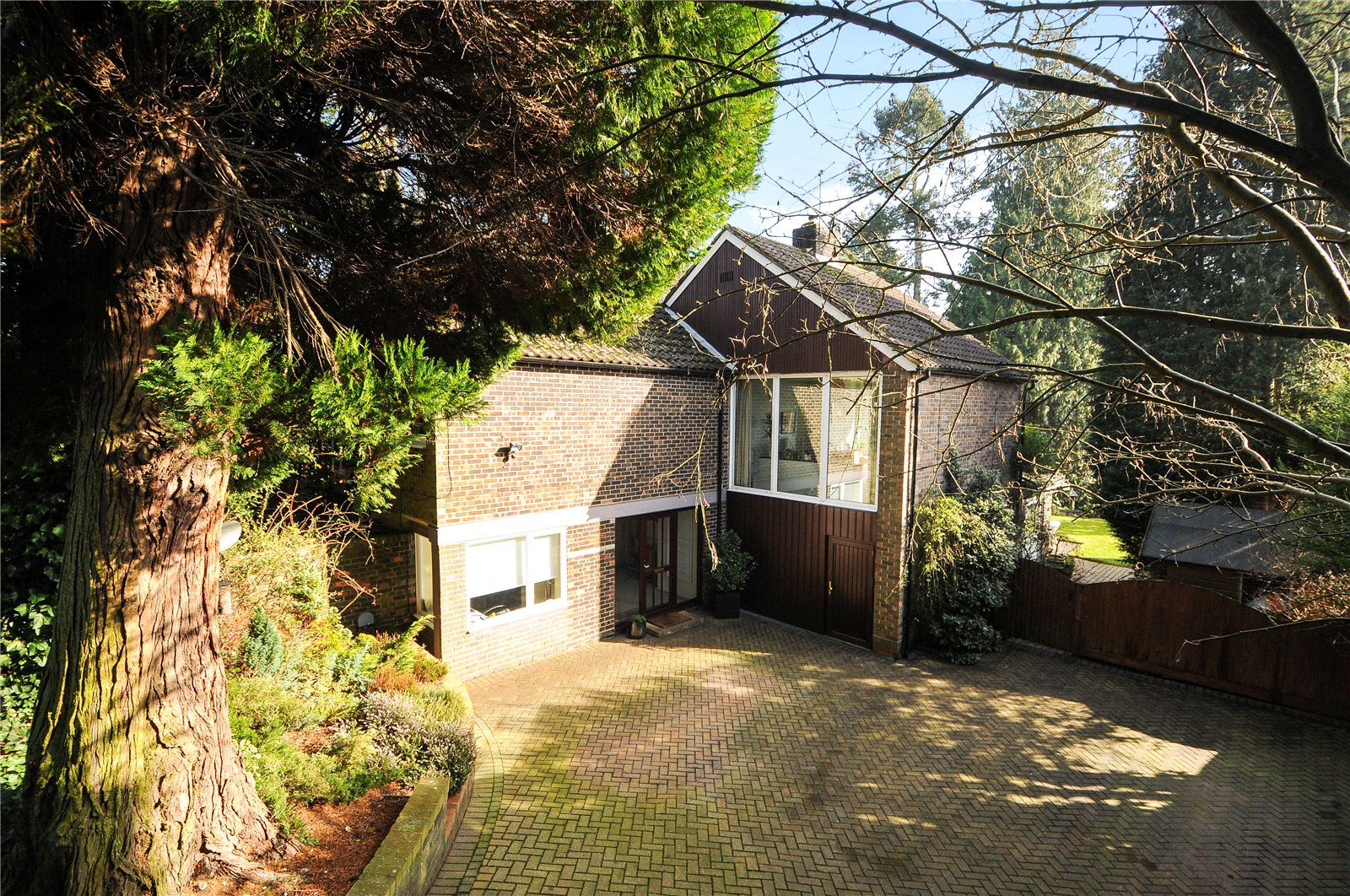4 Bedrooms Detached House for sale in Grange Road, Camberley, Surrey, GU15