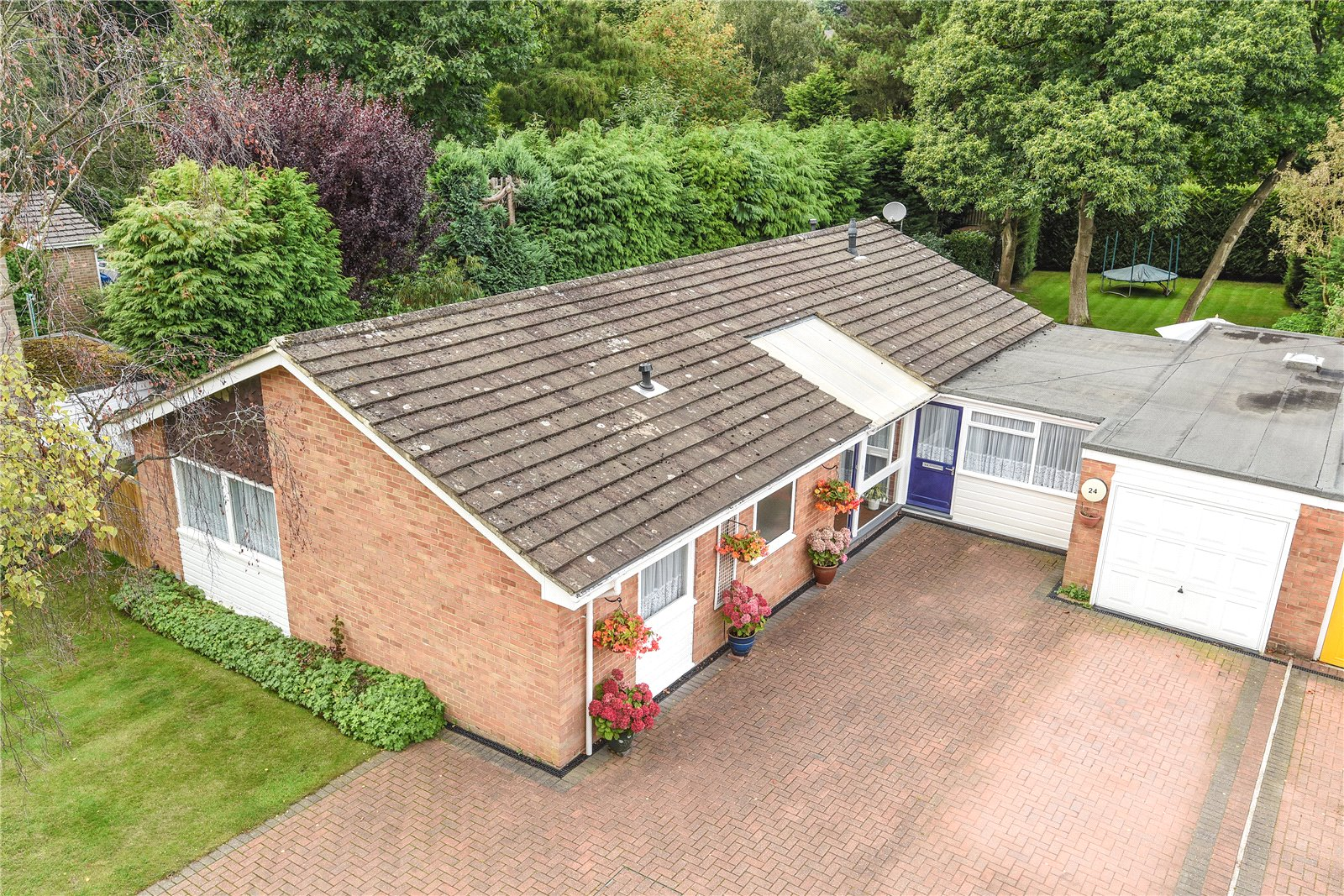 4 Bedrooms Detached Bungalow for sale in Clewborough Drive, Camberley, Surrey, GU15