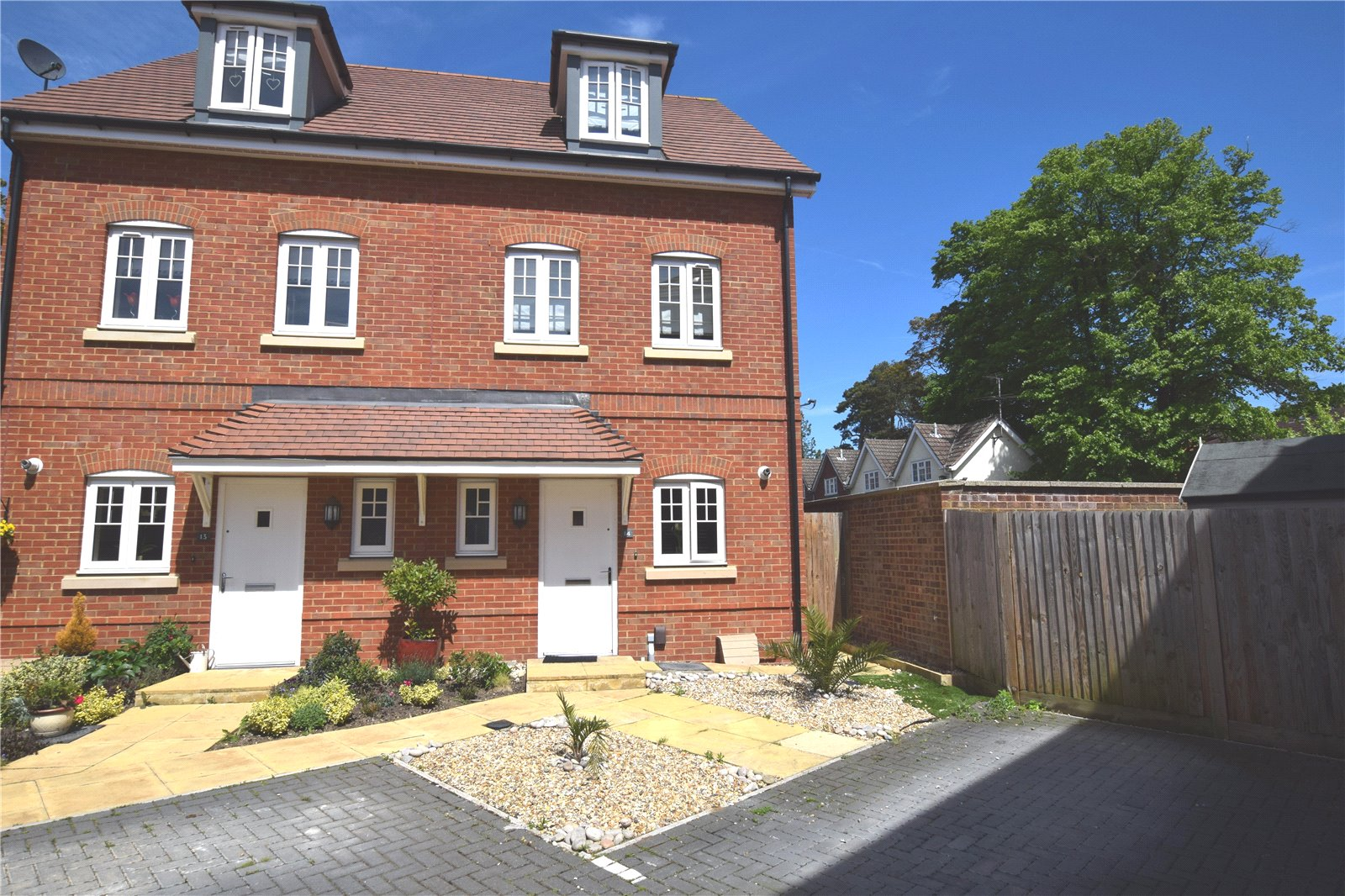 3 Bedrooms Semi Detached House for sale in Hoskins Court, Blenheim Place, Camberley, Surrey, GU15