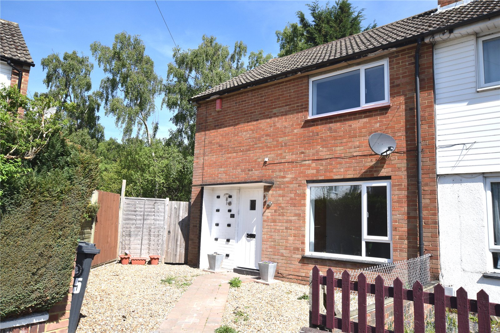 3 Bedrooms Semi Detached House for sale in Mitcham Road, Camberley, Surrey, GU15