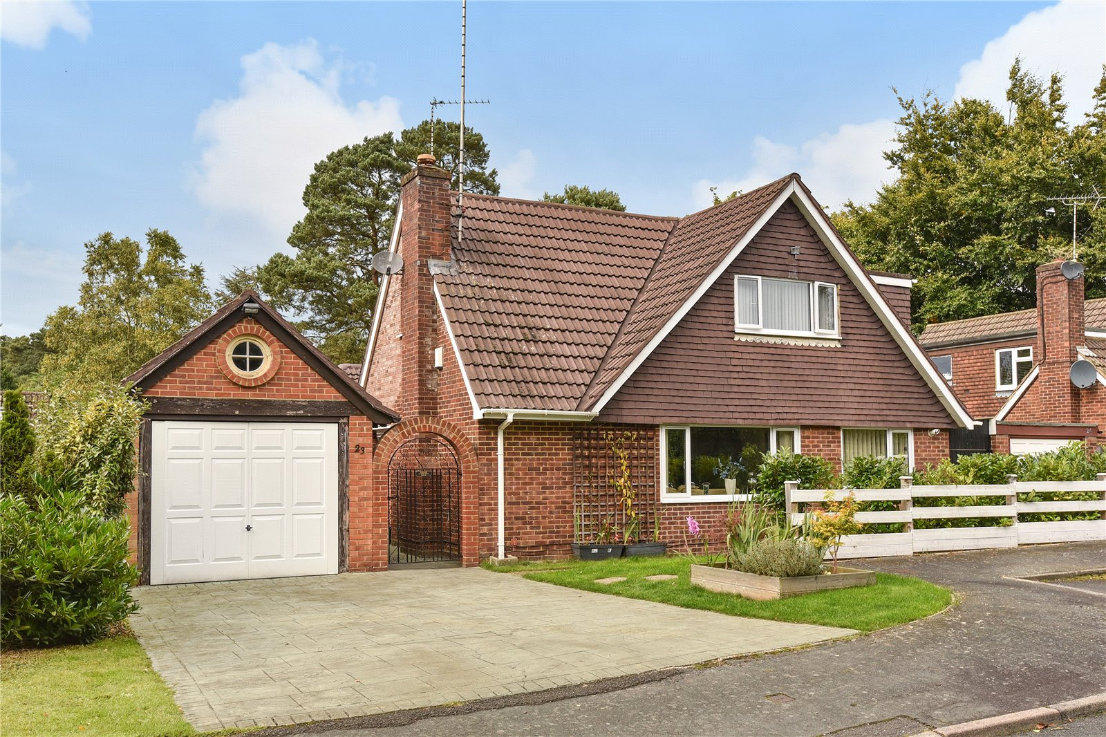4 Bedrooms House for sale in Tekels Way, Camberley, Surrey, GU15