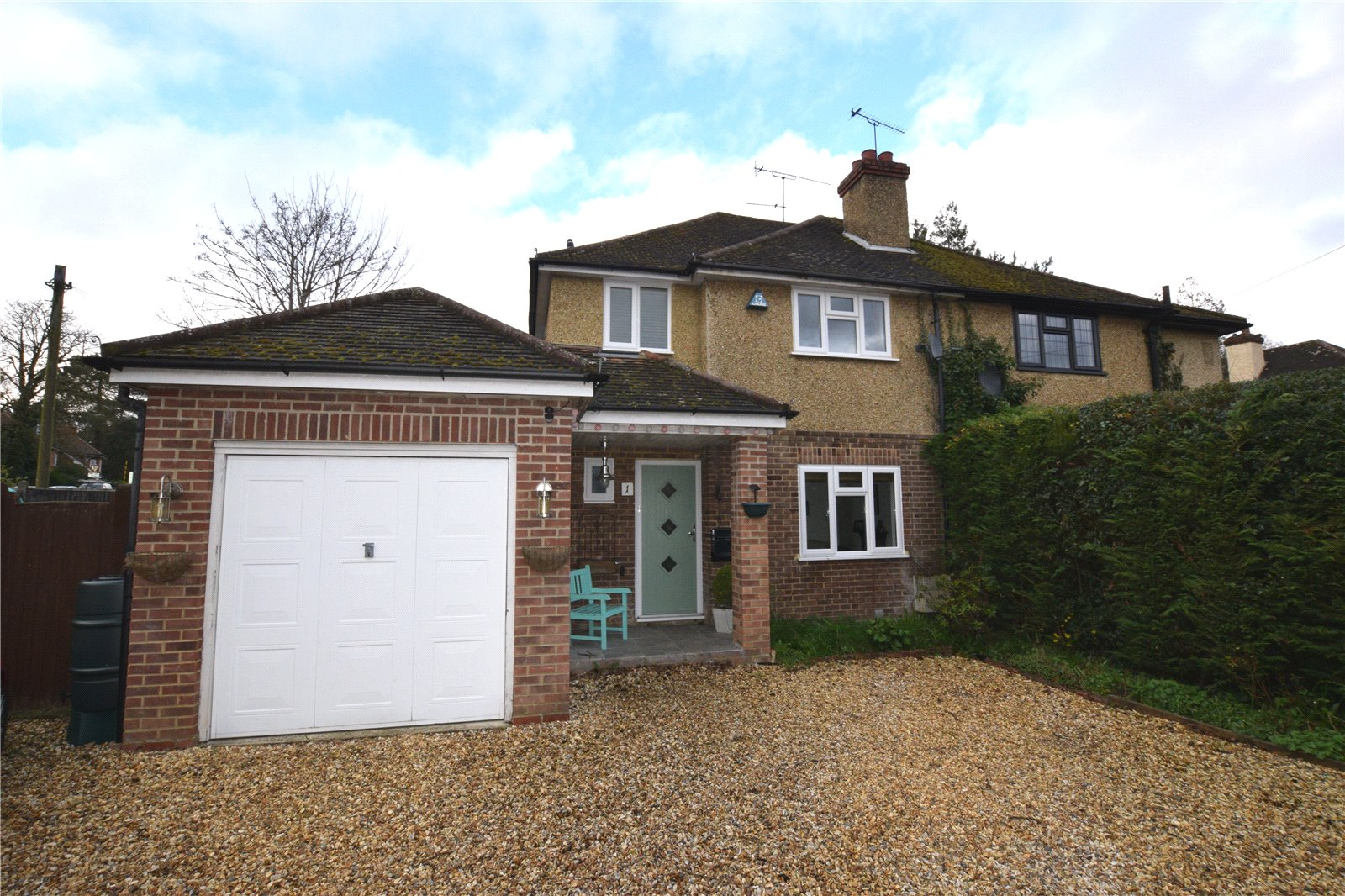 3 Bedrooms Semi Detached House for sale in Frimley Grove Gardens, Frimley, Camberley, Surrey, GU16