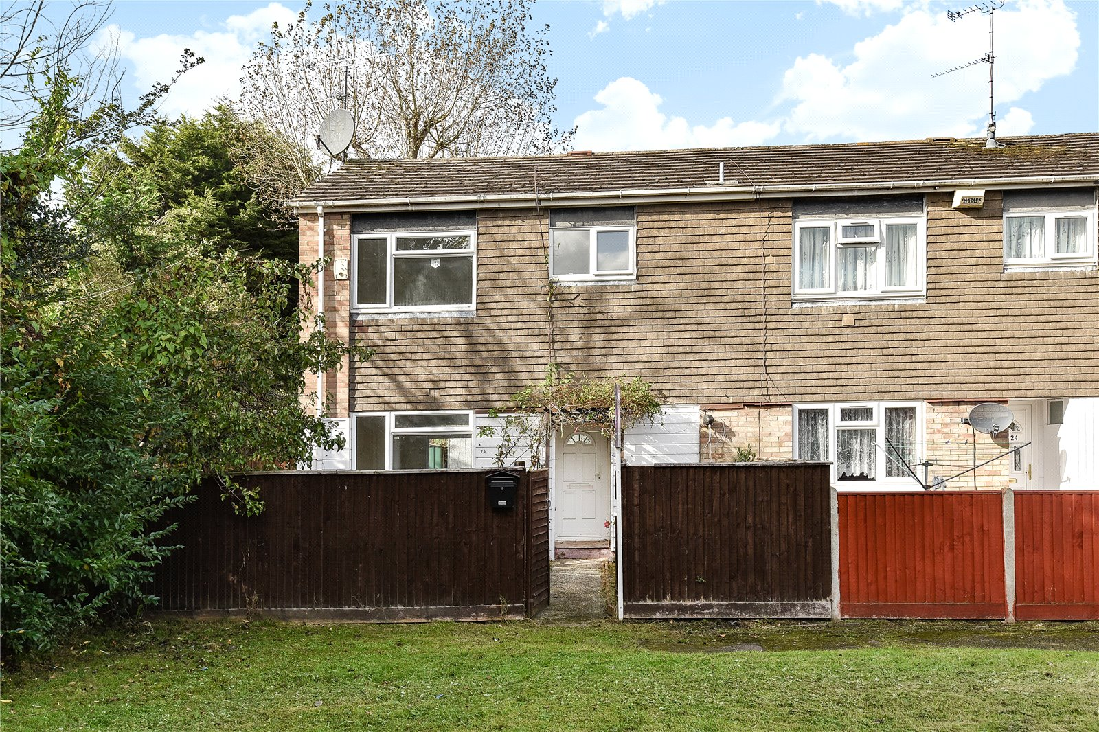 3 Bedrooms End Of Terrace House for sale in Hearsey Gardens, Blackwater, Camberley, GU17