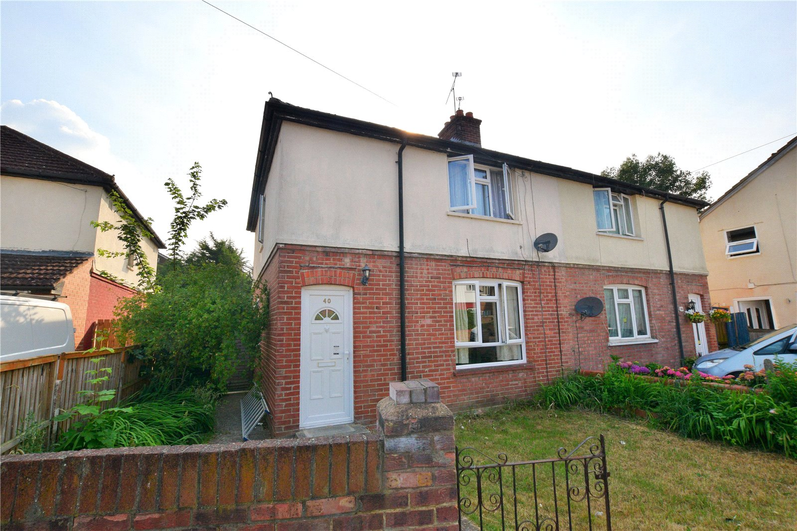 3 Bedrooms Semi Detached House for sale in Eaton Road, Camberley, Surrey, GU15