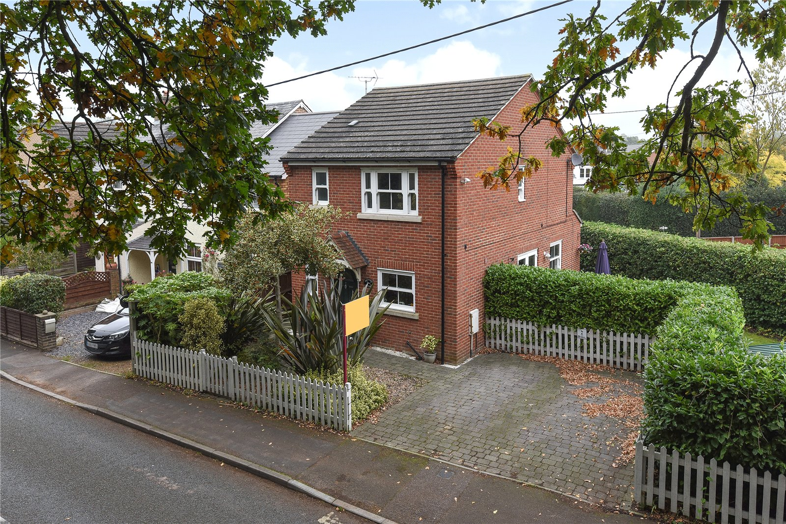 3 Bedrooms Detached House for sale in Minley Road, Farnborough, Hampshire, GU14