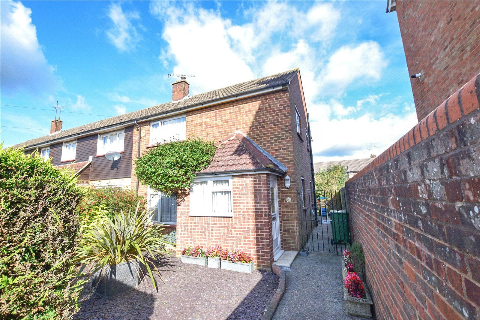 3 Bedrooms End Of Terrace House for sale in Horseshoe Crescent, Camberley, Surrey, GU15