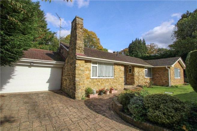 4 Bedrooms Bungalow for sale in Saville Gardens, Camberley, Surrey, GU15