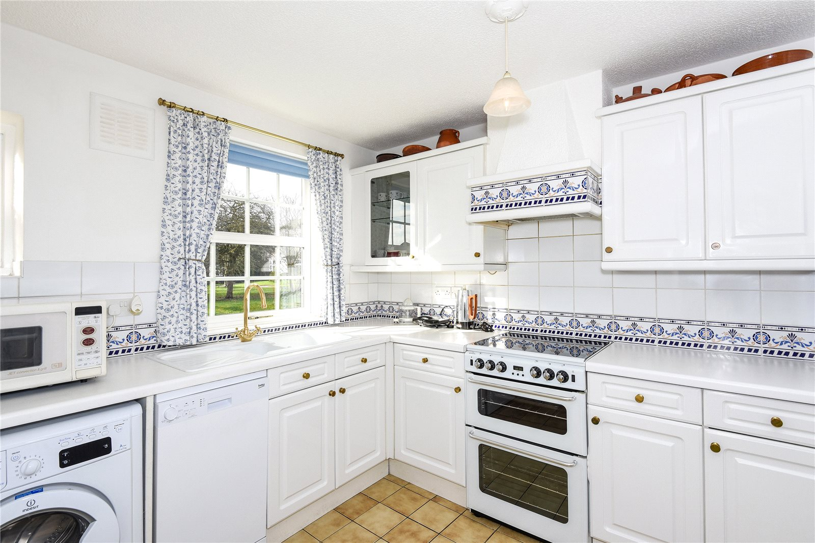 3 Bedrooms End Of Terrace House for rent in Benyon Court, Bath Road, Reading, Berkshire, RG1