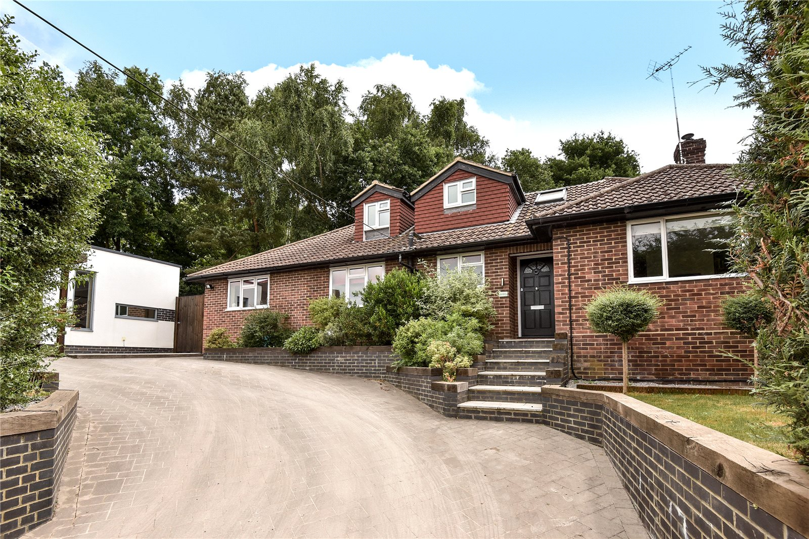 4 Bedrooms Detached Bungalow for sale in Sunray Estate, Sandhurst, Berkshire, GU47