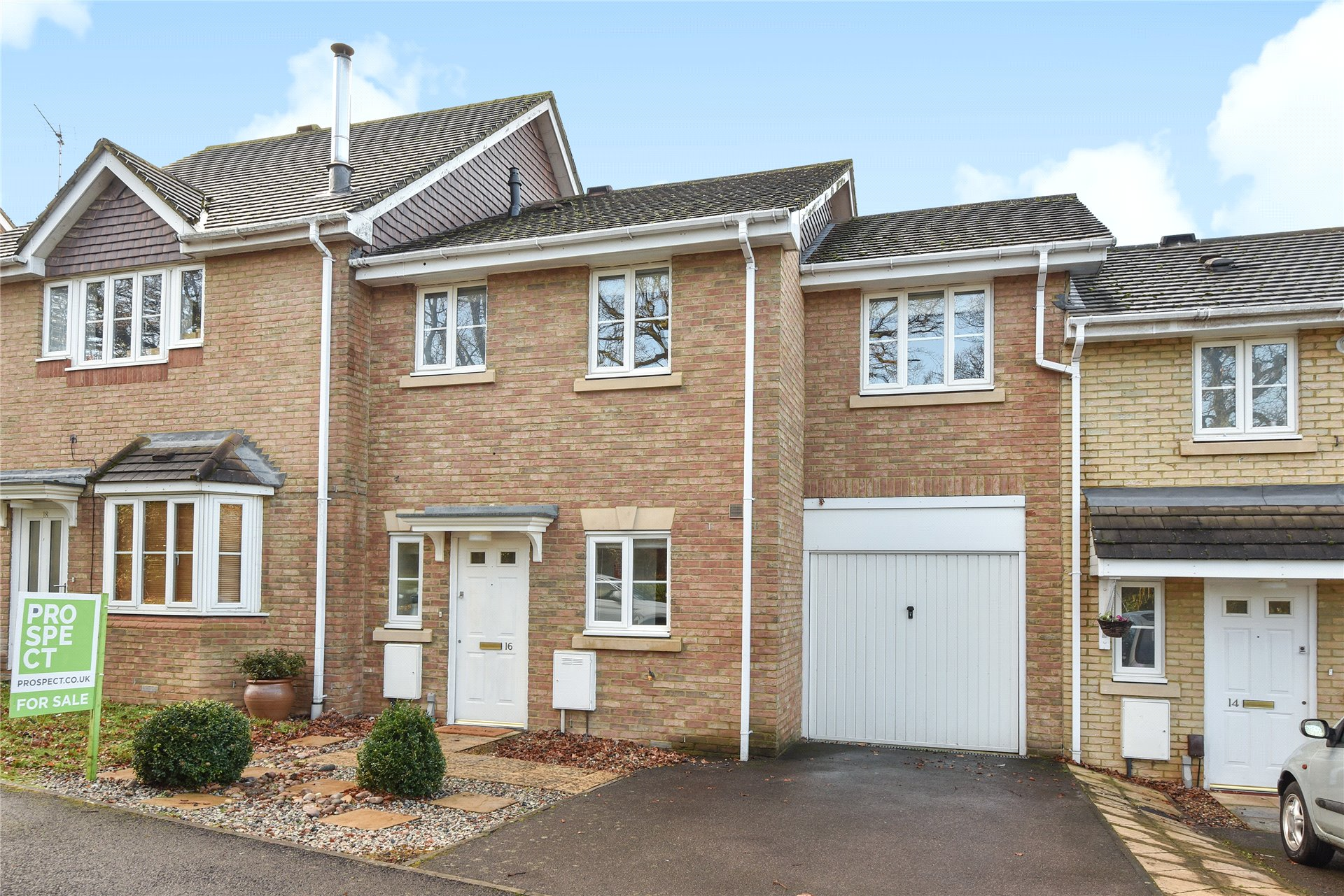 3 Bedrooms Terraced House for sale in Goddard Way, Warfield, Berkshire, RG42