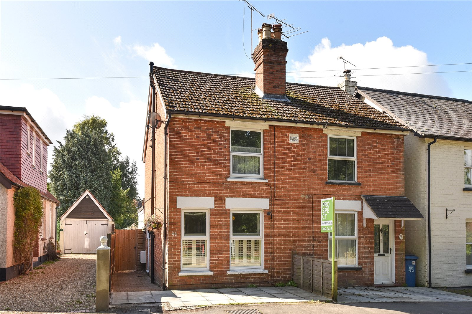 3 Bedrooms Semi Detached House for sale in Dukes Ride, Crowthorne, Berkshire, RG45