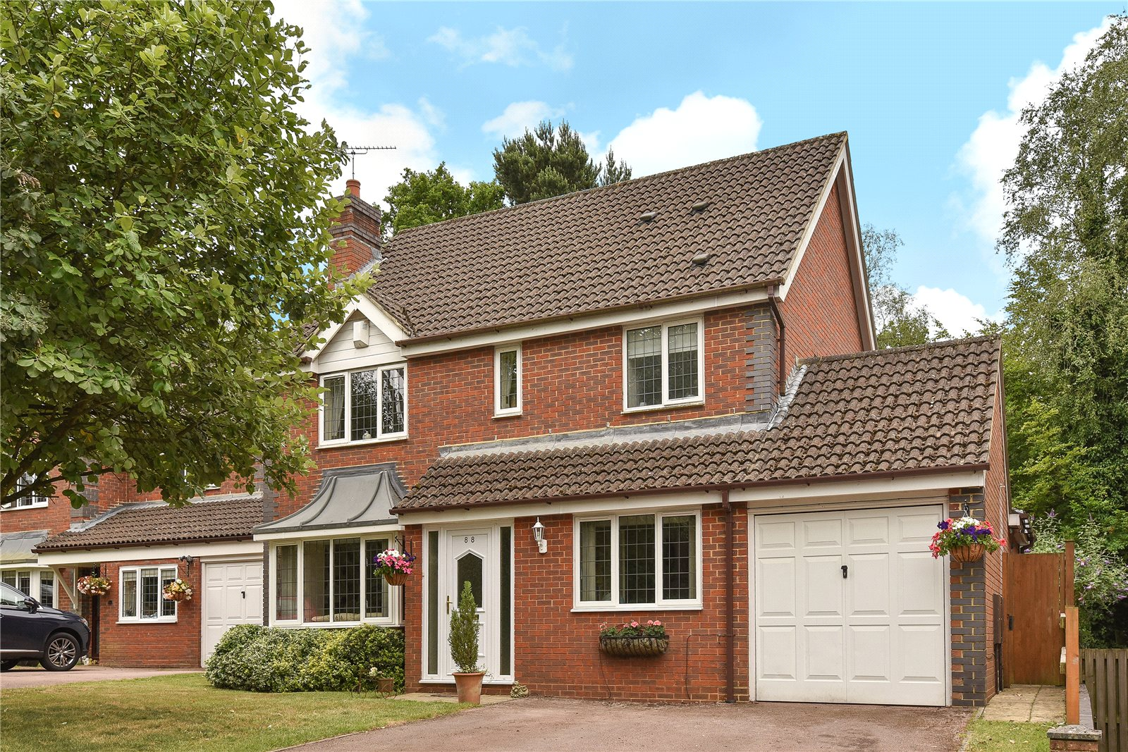 4 Bedrooms Detached House for sale in Lupin Ride, Crowthorne, Berkshire, RG45