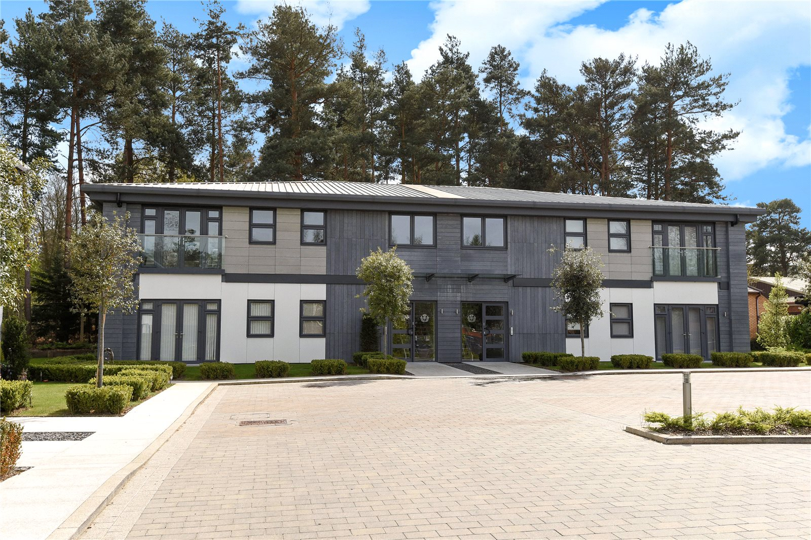 2 Bedrooms Apartment Flat for sale in Corunna Court, Wellington Business Park, Crowthorne, Berkshire, RG45
