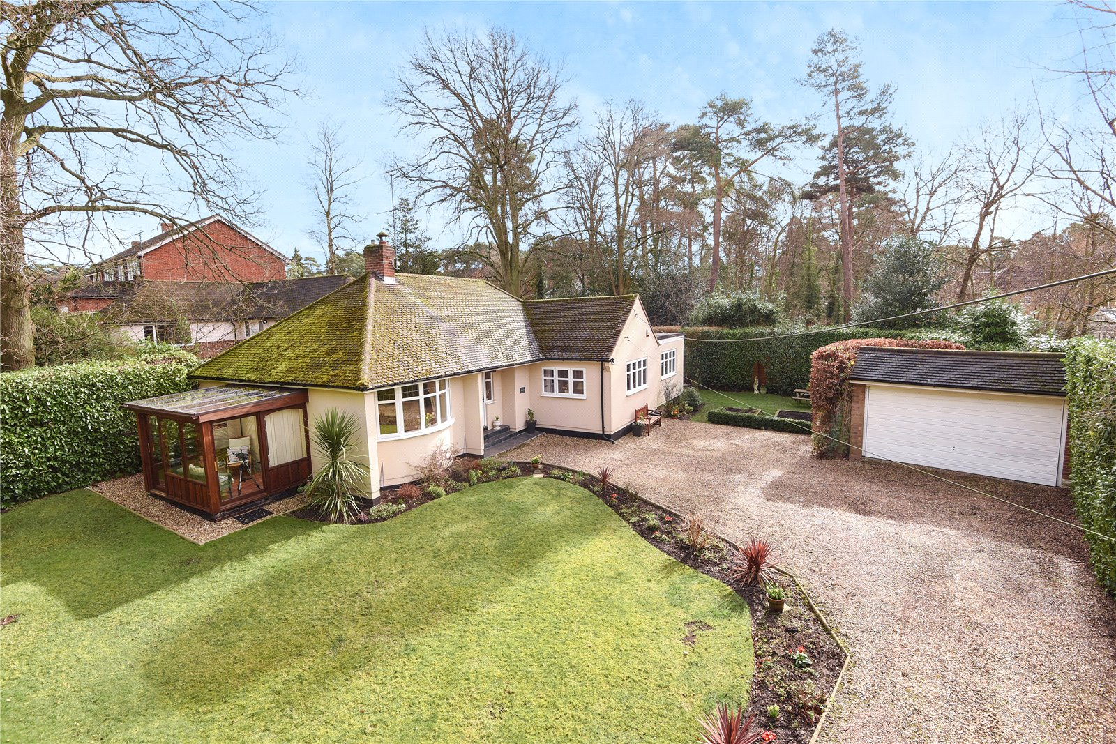 3 Bedrooms Detached Bungalow for sale in Nine Mile Ride, Wokingham, Berkshire, RG40
