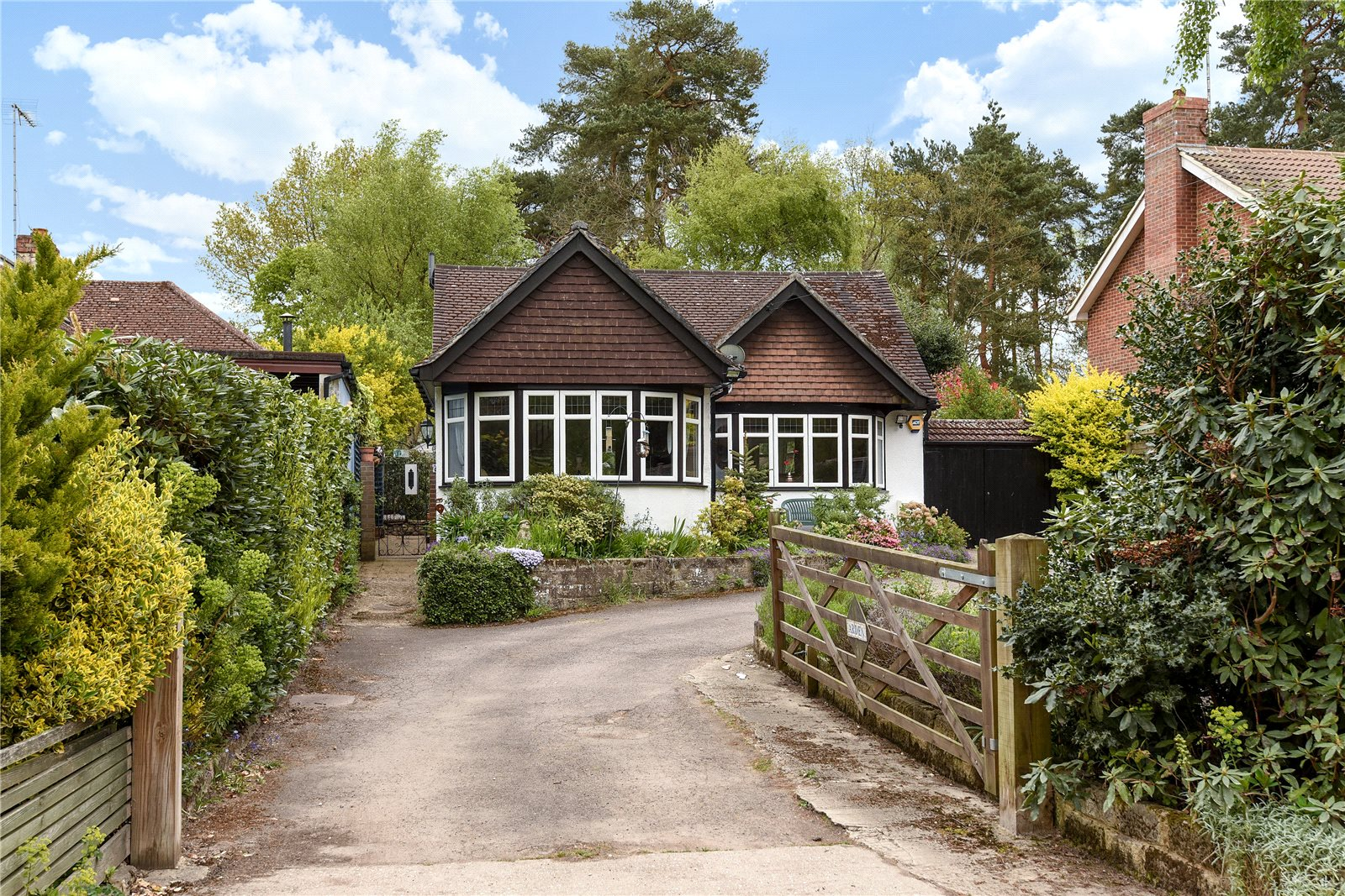 3 Bedrooms Detached Bungalow for sale in Soldiers Rise, Finchampstead, Wokingham, Berkshire, RG40