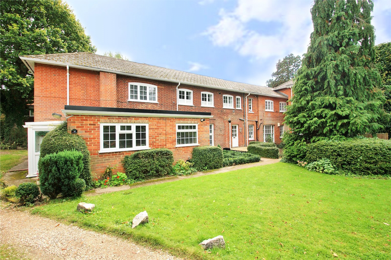 2 Bedrooms Apartment Flat for sale in Frog Hall, Frog Hall Drive, Wokingham, Berkshire, RG40