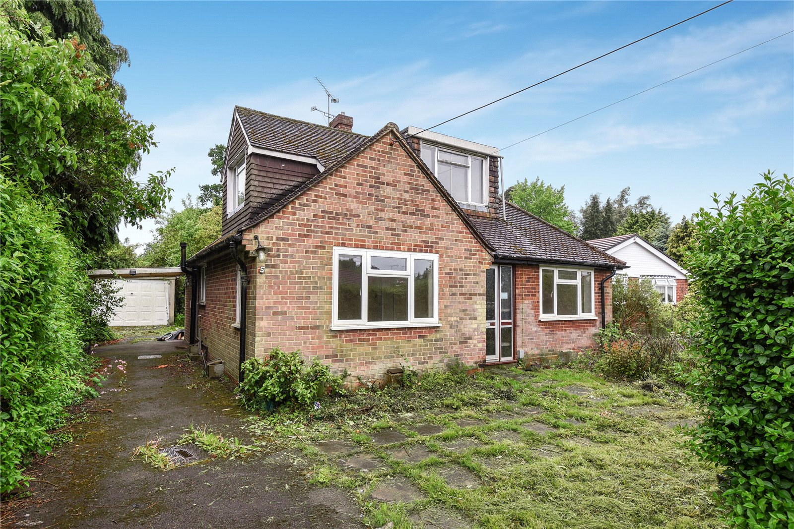 4 Bedrooms Detached Bungalow for sale in Sandhurst Lane, Blackwater, Camberley, Hampshire, GU17
