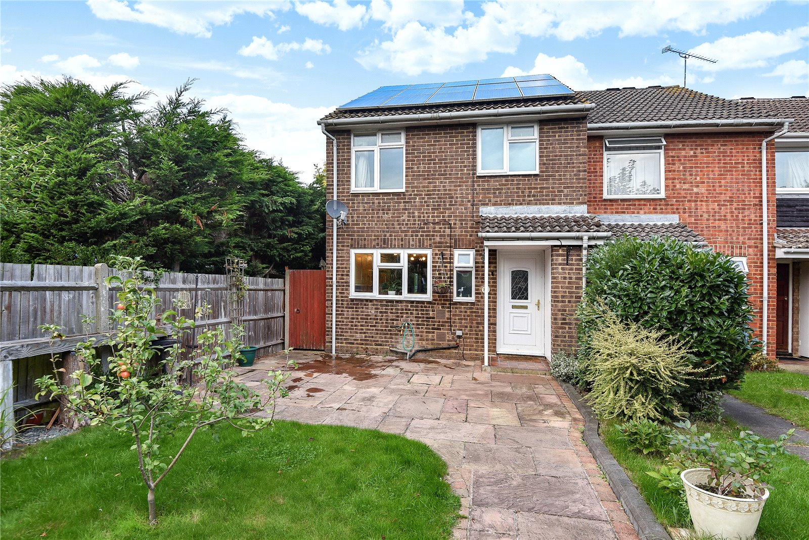 4 Bedrooms End Of Terrace House for sale in Arkley Court, Maidenhead, Berkshire, SL6