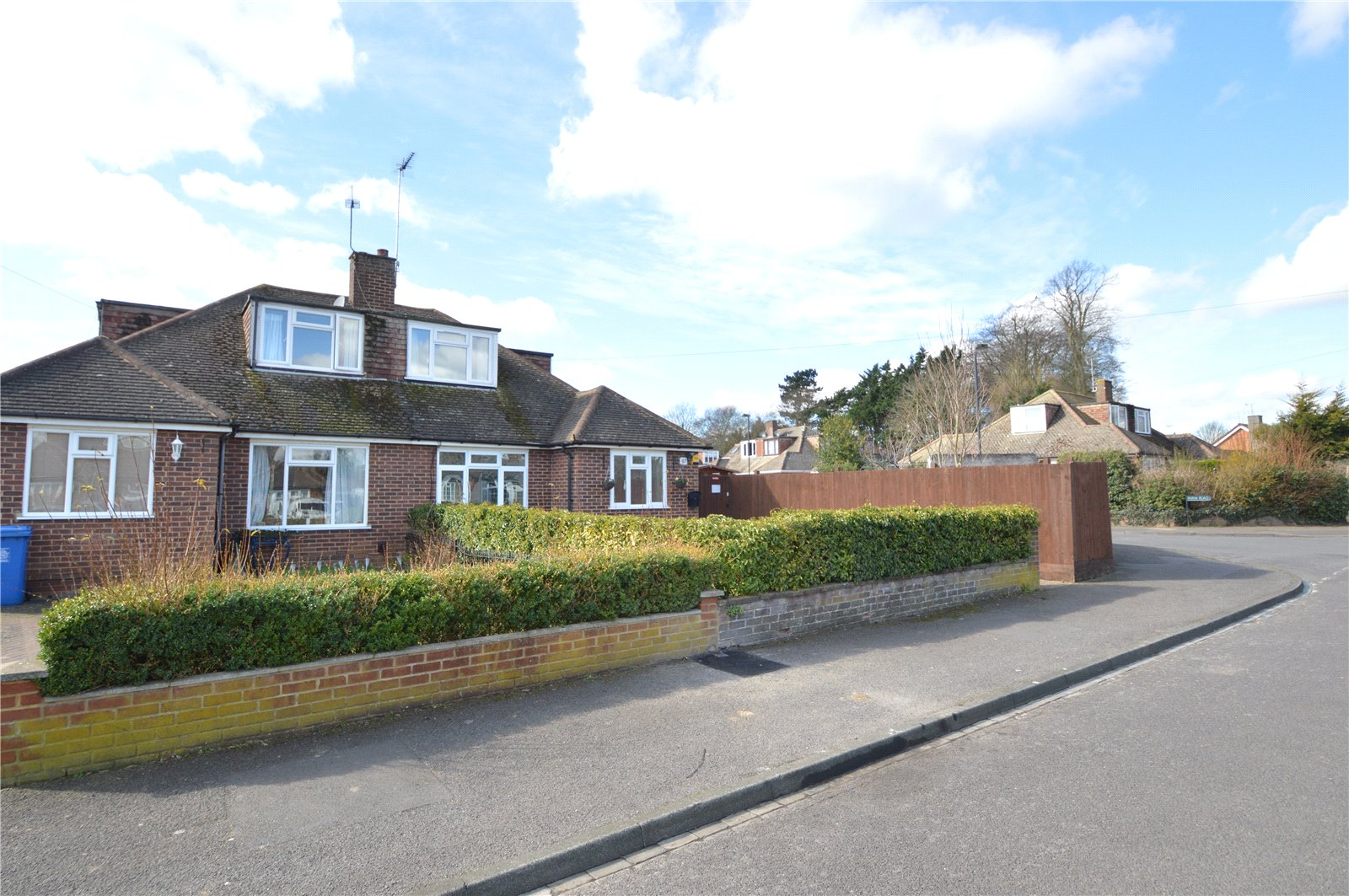 3 Bedrooms Semi Detached Bungalow for sale in Headington Road, Maidenhead, Berkshire, SL6