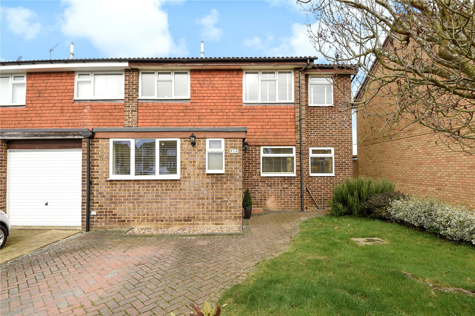 3 Bedrooms Semi Detached House for sale in Purssell Close, Maidenhead, Berkshire, SL6