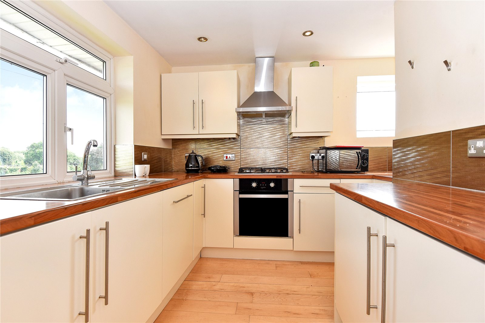 2 Bedrooms Maisonette Flat for sale in North Town Moor, Maidenhead, Berkshire, SL6