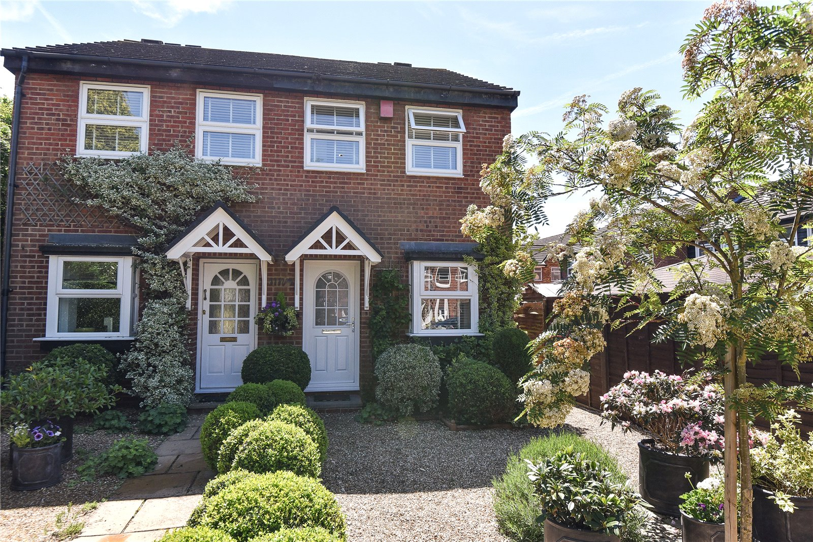 2 Bedrooms Semi Detached House for sale in Harkness Road, Burnham, Slough, Berkshire, SL1