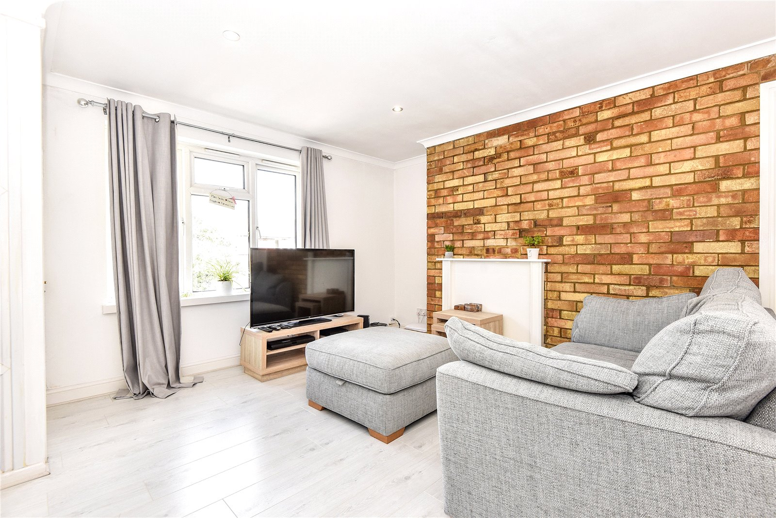 2 Bedrooms Apartment Flat for sale in Shepherds Close, Hurley, Maidenhead, Berkshire, SL6