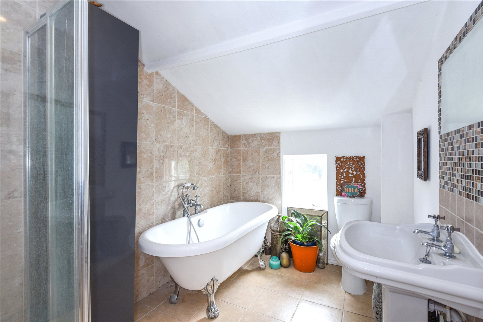 2 Bedrooms Terraced House for sale in Cannon Court Road, Maidenhead, Berkshire, SL6