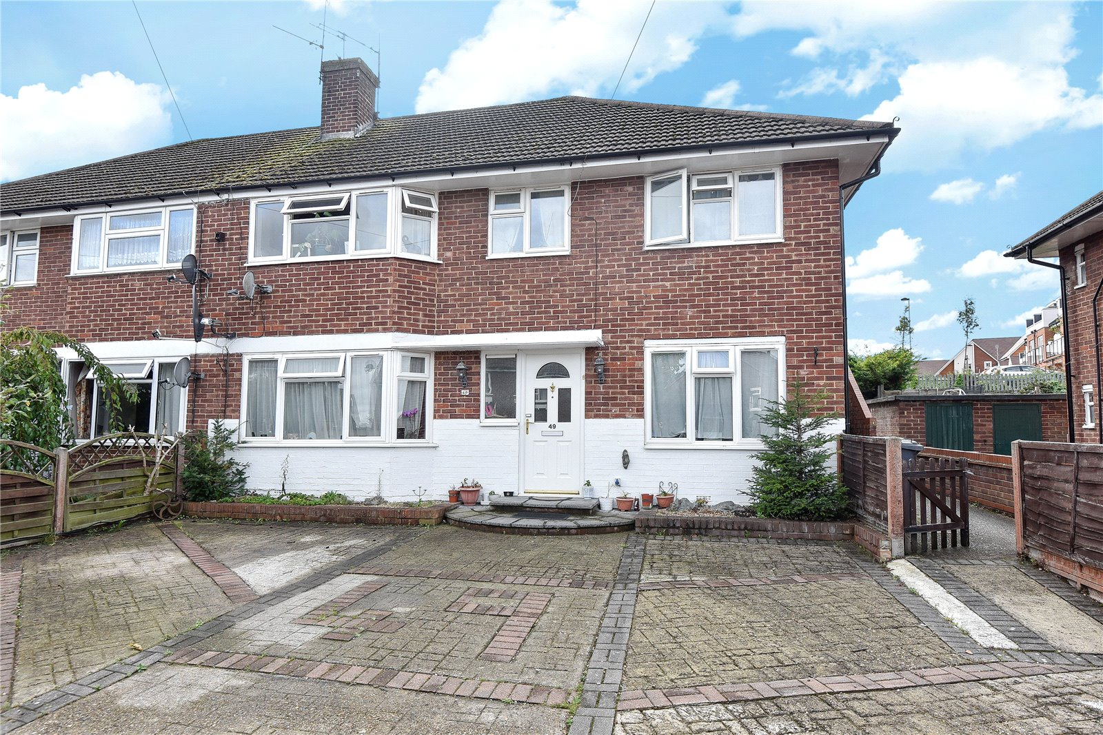 2 Bedrooms Maisonette Flat for sale in Whurley Way, Maidenhead, Berkshire, SL6
