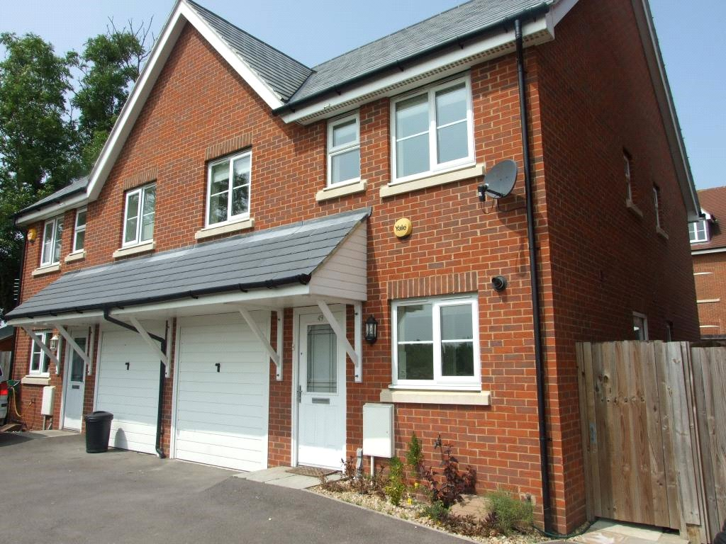 4 Bedrooms Semi Detached House for sale in Ducketts Mead, Reading, Berkshire, RG2