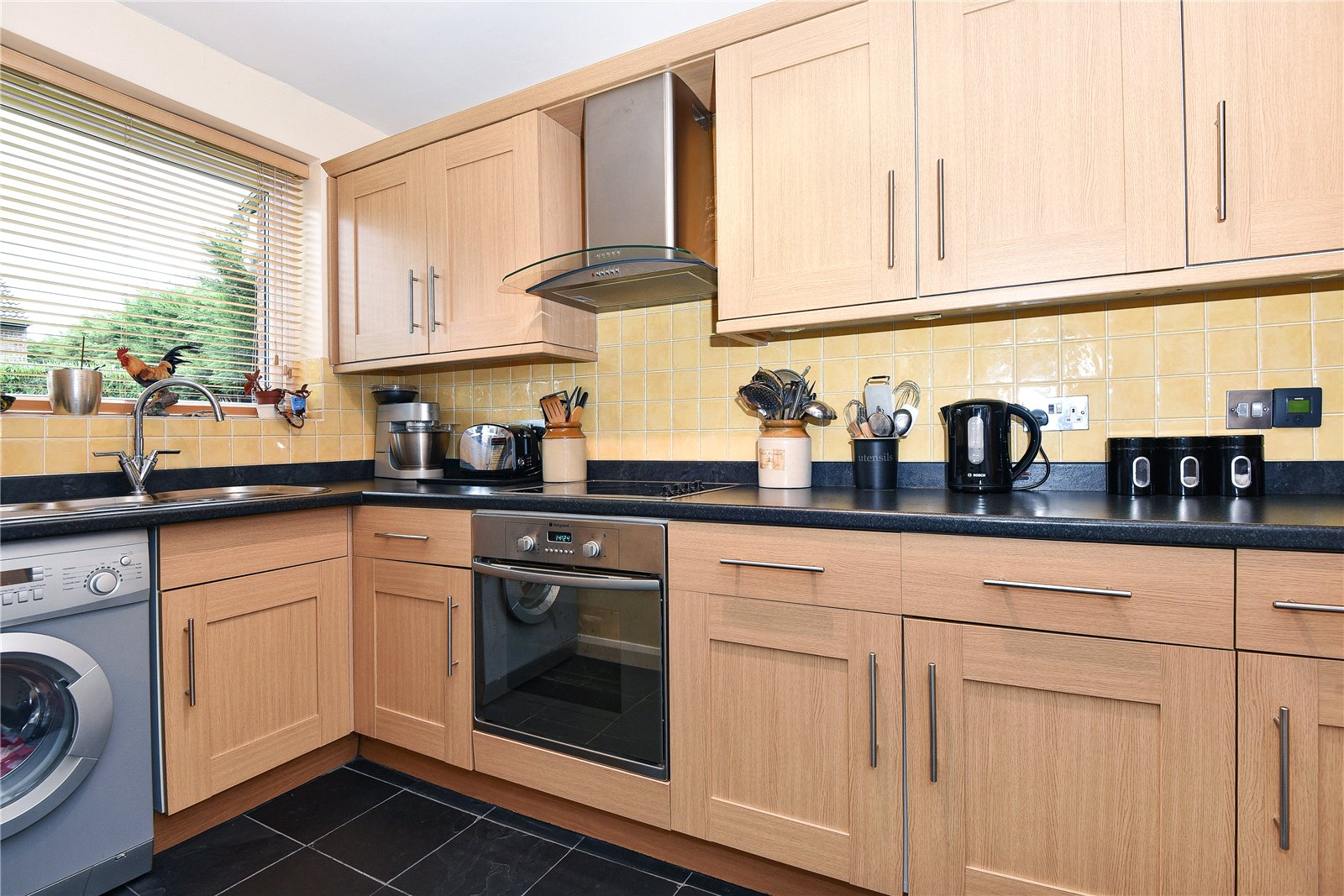 2 Bedrooms Terraced House for sale in Arkley Court, Maidenhead, Berkshire, SL6