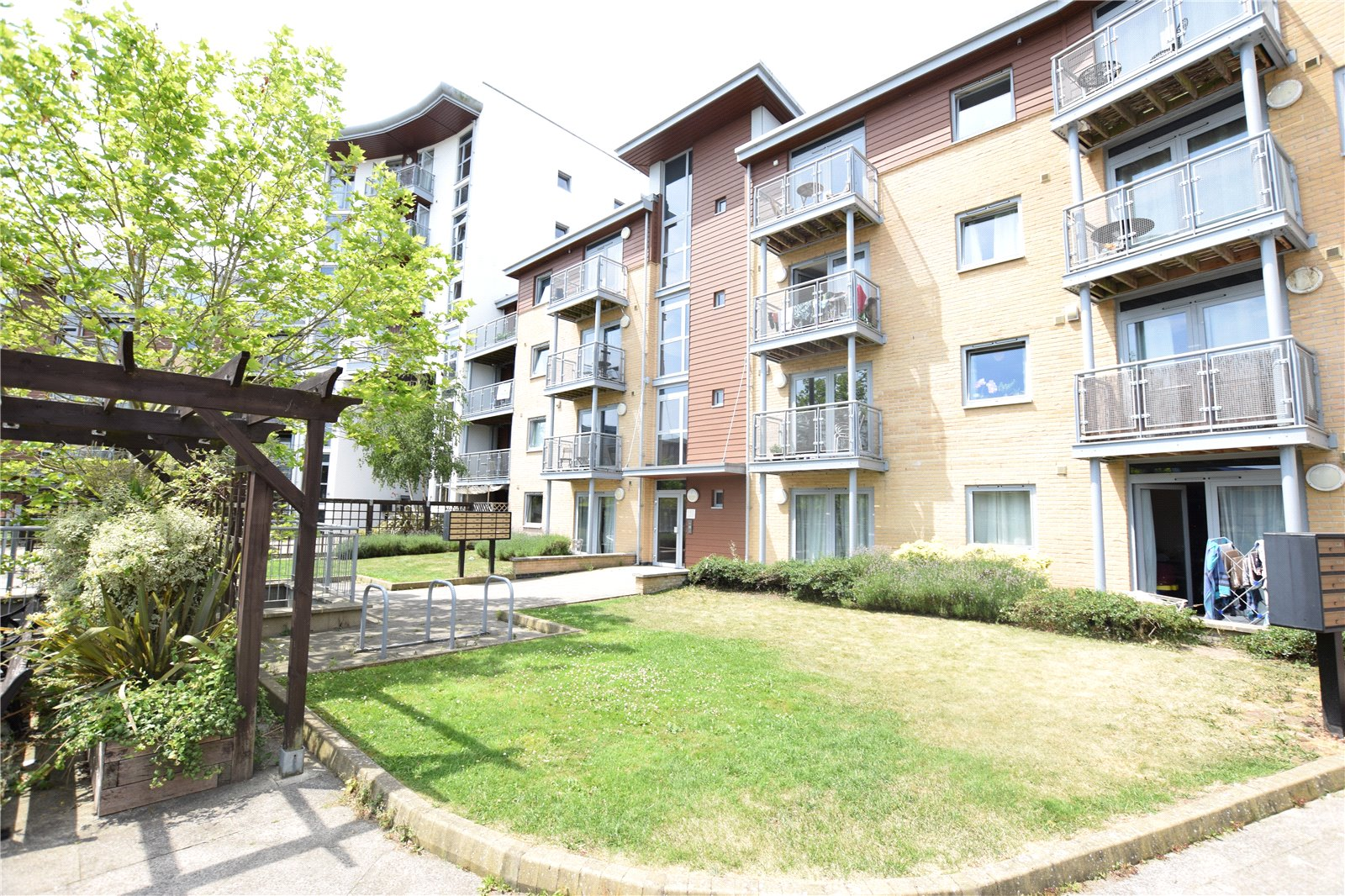 2 Bedrooms Apartment Flat for sale in Kelvin Gate, Bracknell, Berkshire, RG12