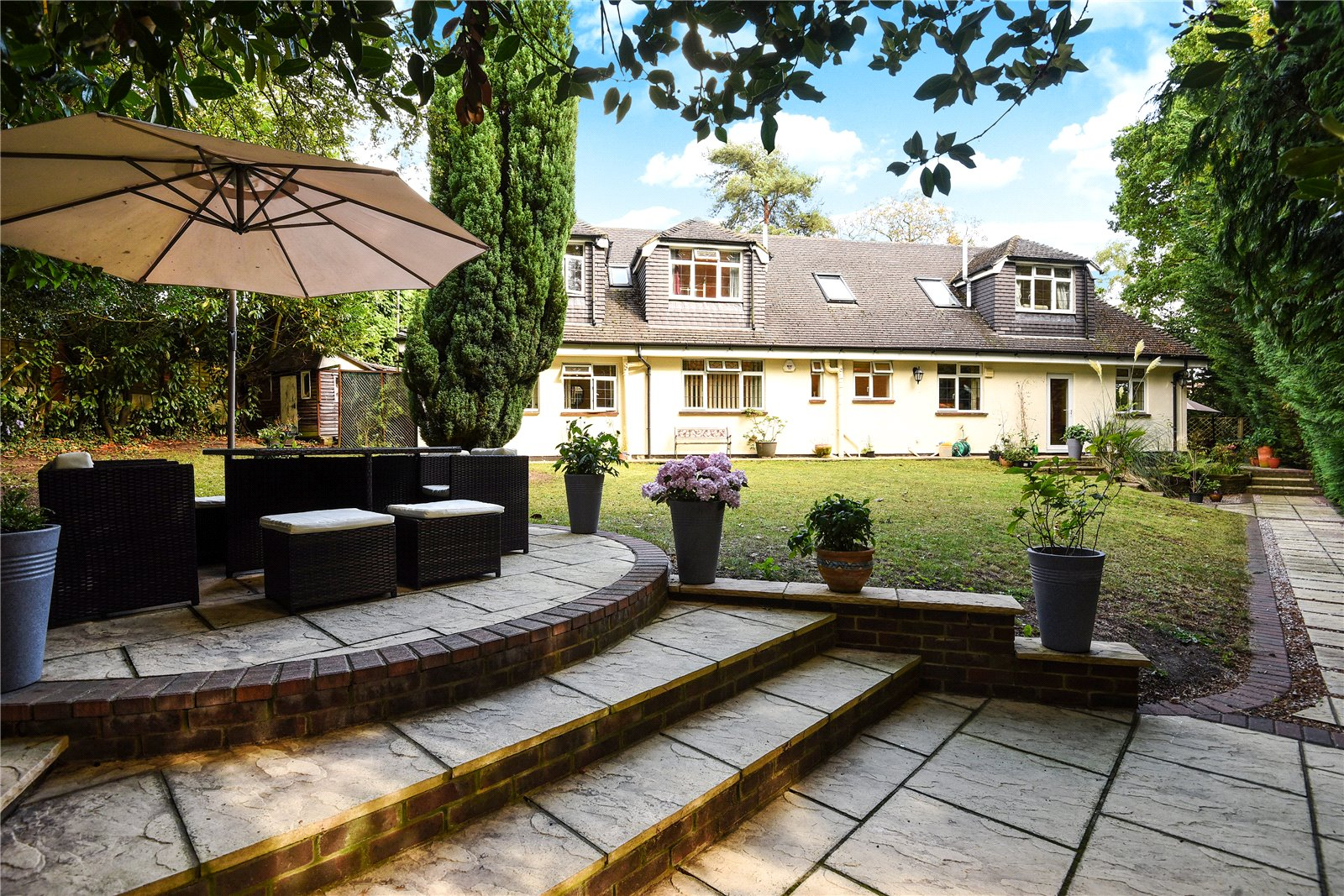 6 Bedrooms Detached House for sale in Gorse Hill Lane, Virginia Water, Surrey, GU25