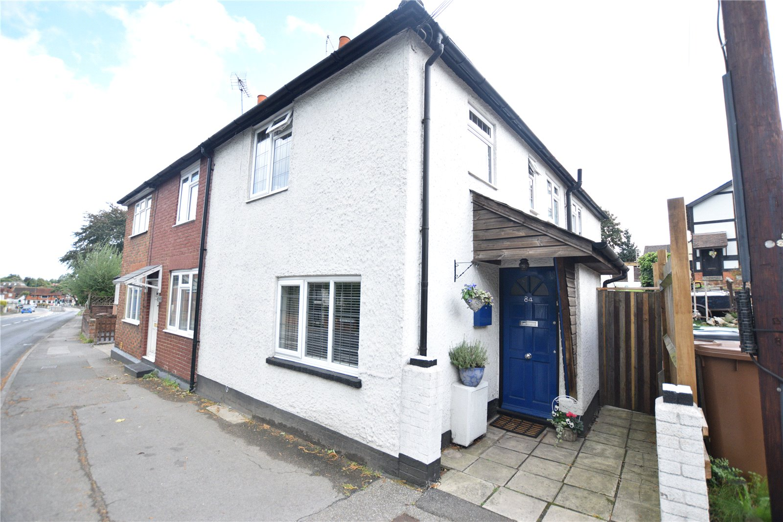 2 Bedrooms End Of Terrace House for sale in London Road, Bagshot, Surrey, GU19