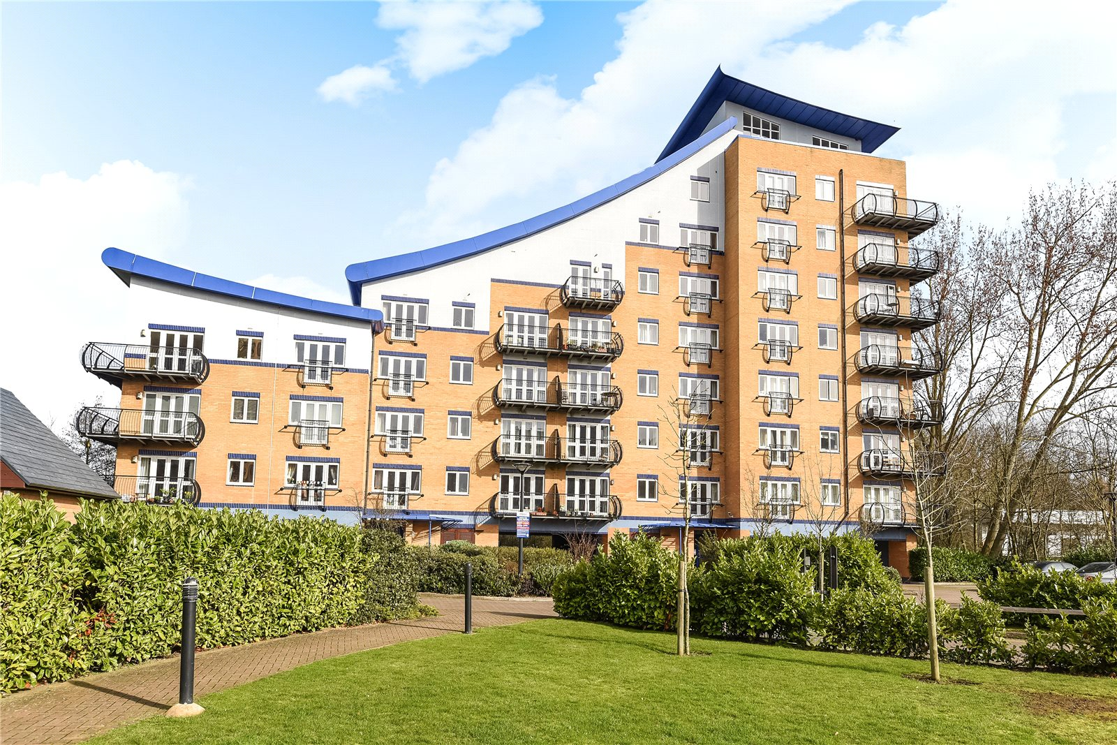 3 Bedrooms Apartment Flat for rent in Luscinia View, Napier Road, Reading, Berkshire, RG1