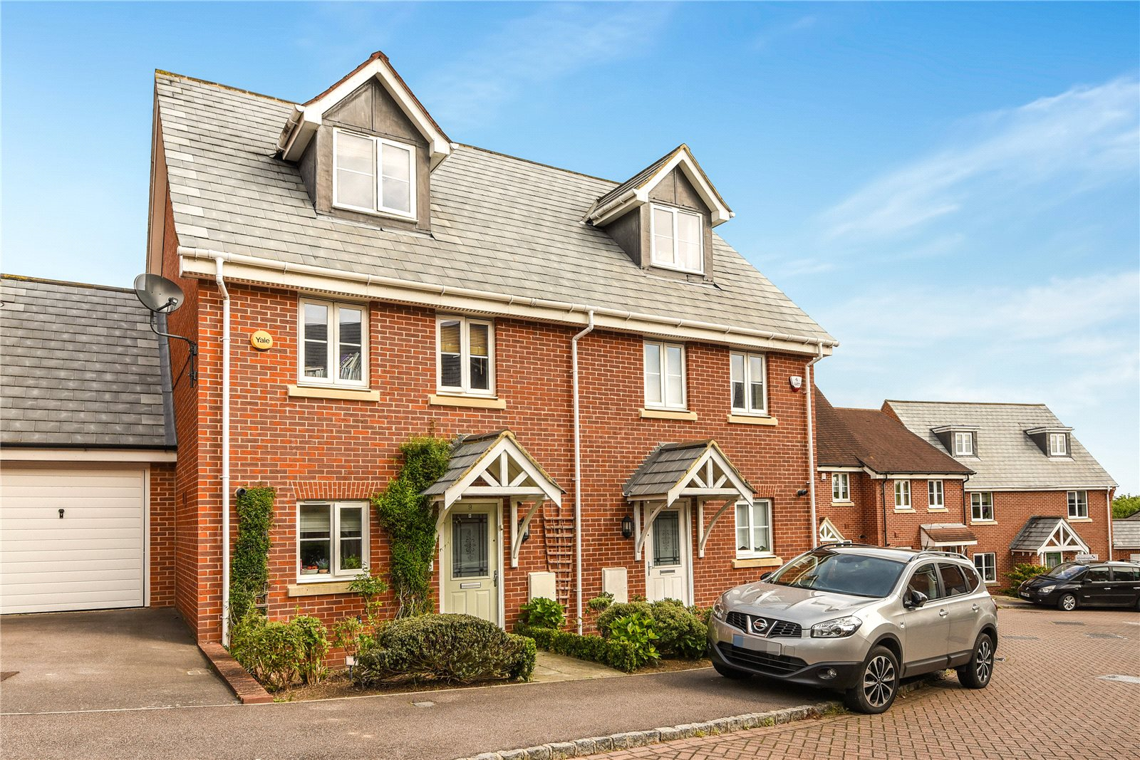 3 Bedrooms Town House for rent in Ducketts Mead, Shinfield, Reading, Berkshire, RG2
