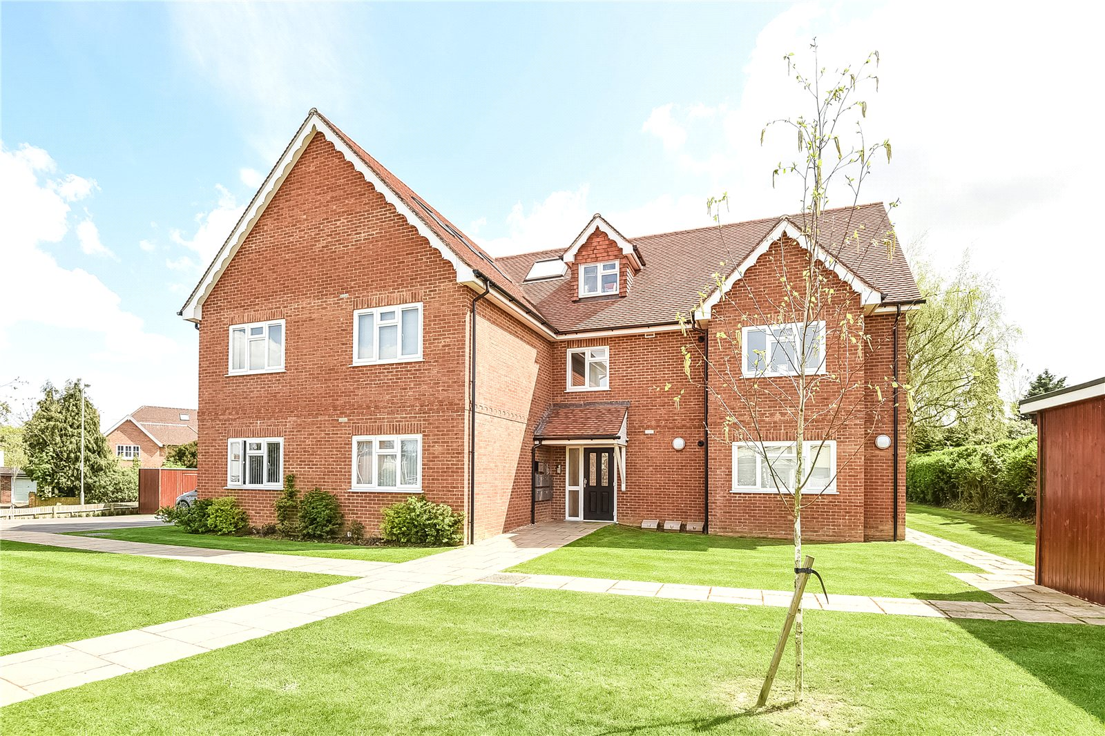 2 Bedrooms Apartment Flat for rent in Elm Road, Earley, Reading, Berkshire, RG6