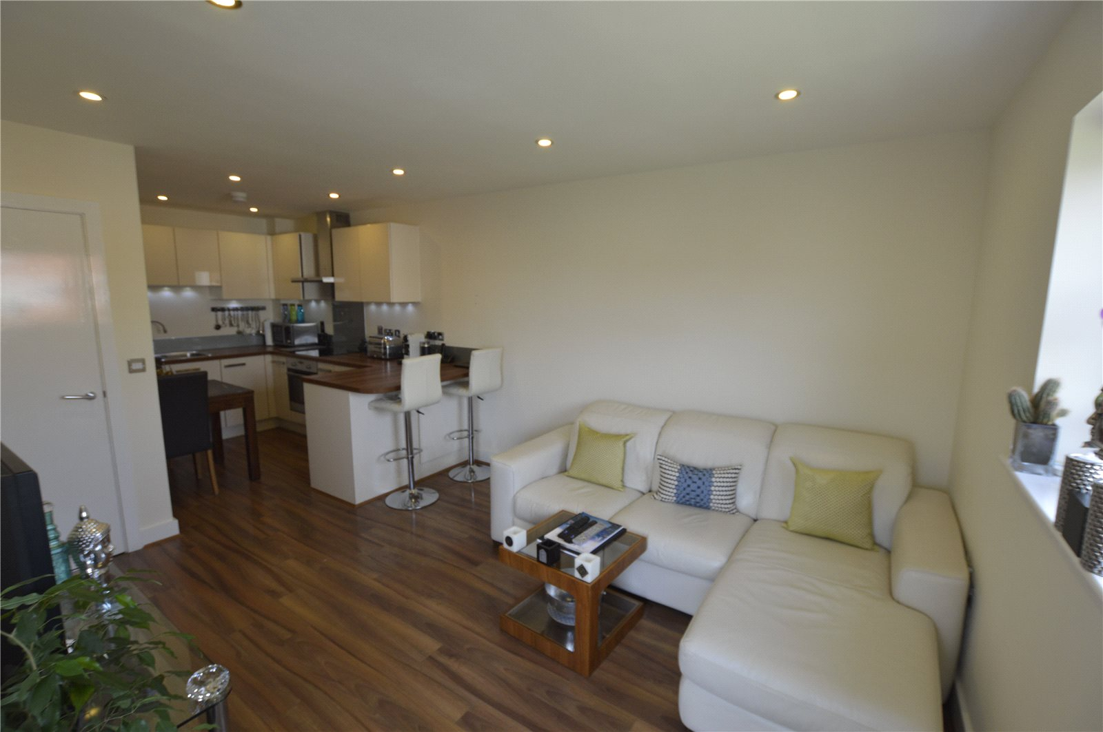 2 Bedrooms Apartment Flat for sale in Palmerstone House, Aran Walk, Reading, RG2