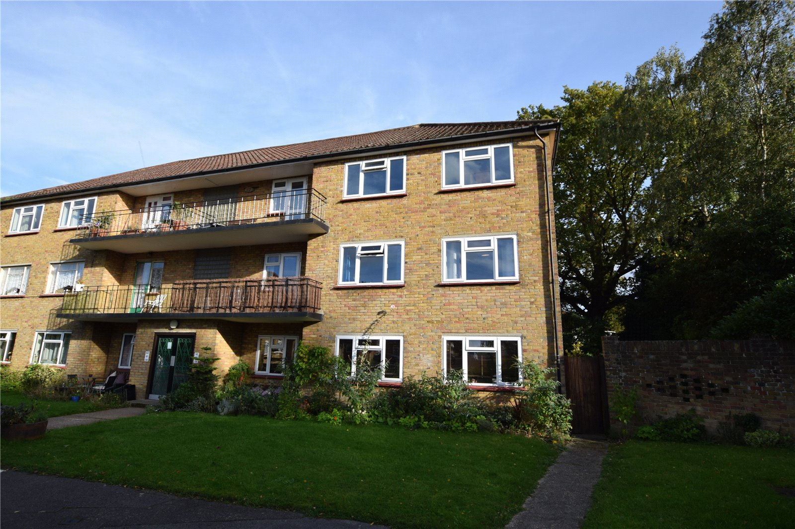 2 Bedrooms Apartment Flat for sale in Courts Road, Earley, Reading, Berkshire, RG6