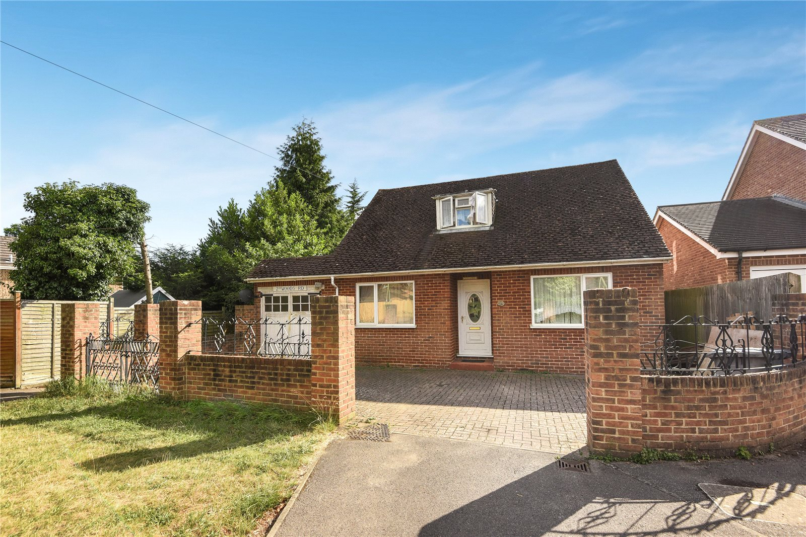 3 Bedrooms Detached Bungalow for sale in Woods Road, Caversham, Reading, Berkshire, RG4