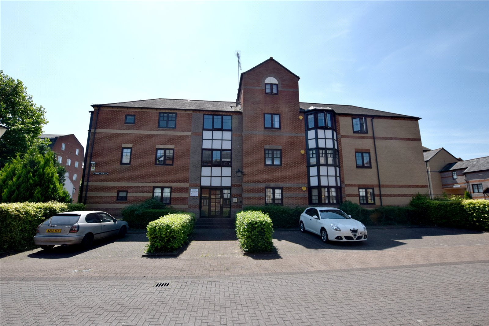 2 Bedrooms Apartment Flat for sale in Swan Place, Reading, Berkshire, RG1