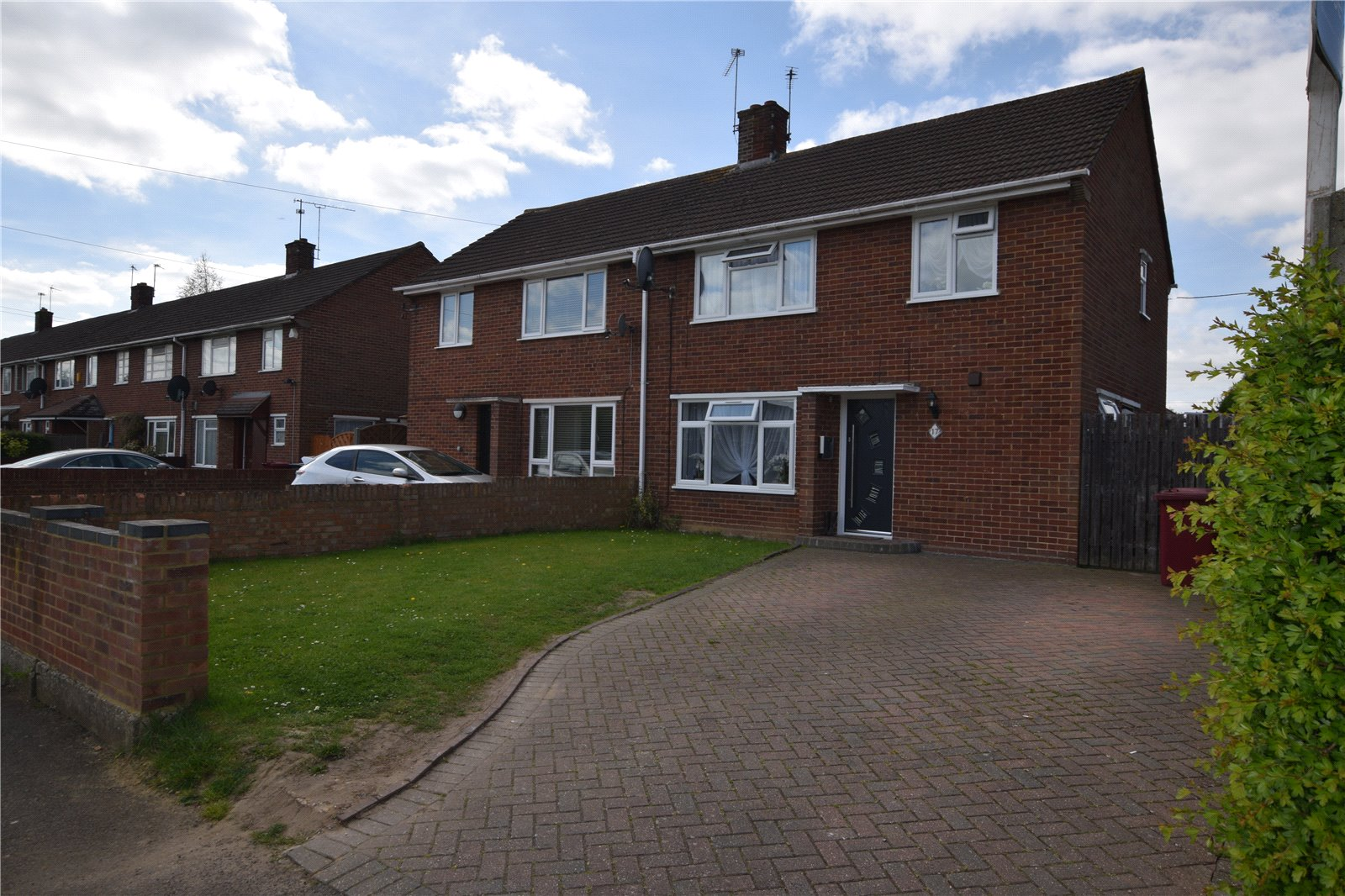 3 Bedrooms Semi Detached House for sale in Gainsborough Road, Reading, Berkshire, RG30