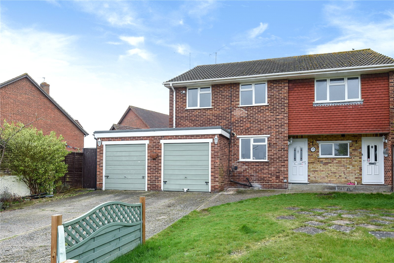3 Bedrooms Maisonette Flat for sale in Halpin Close, Calcot, Reading, Berkshire, RG31