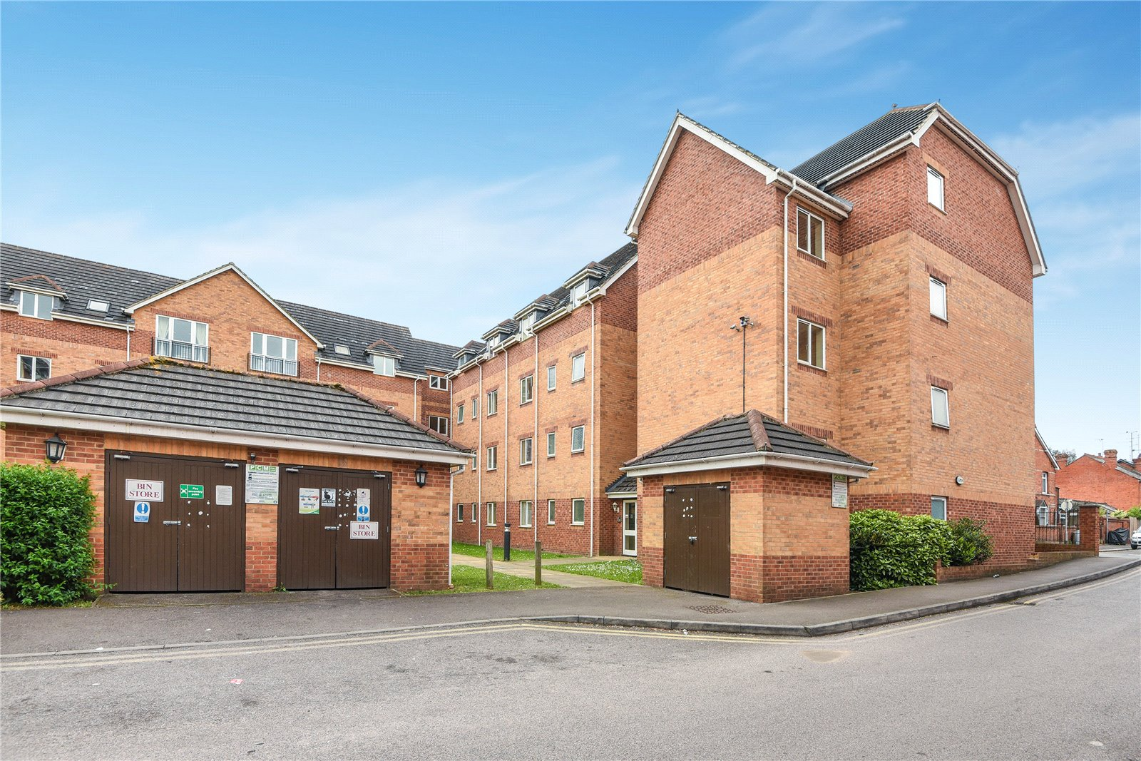 2 Bedrooms Apartment Flat for sale in Westgate Court, Oxford Road, Reading, Berkshire, RG30