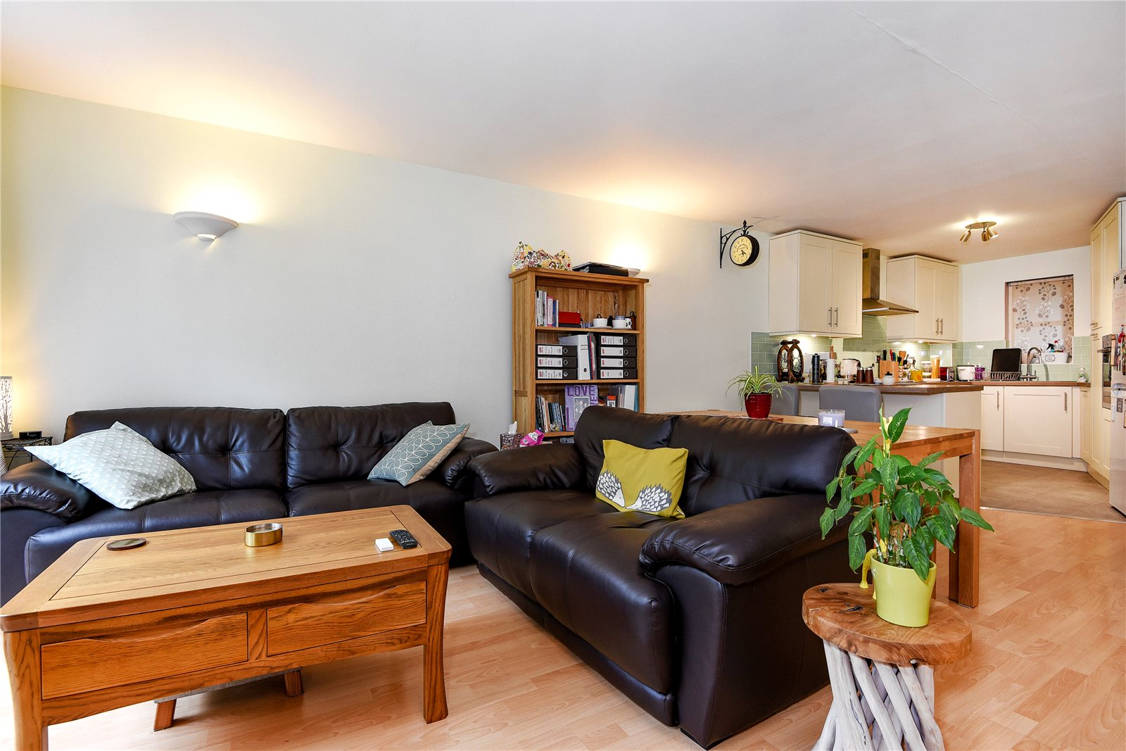 2 Bedrooms Apartment Flat for sale in Kennet Walk, Reading, Berkshire, RG1