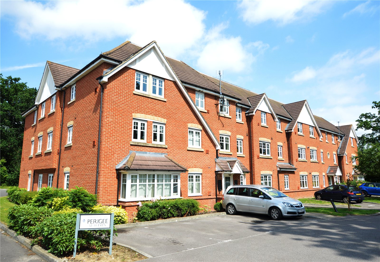 2 Bedrooms Apartment Flat for sale in Perigee, Reading, Berkshire, RG2