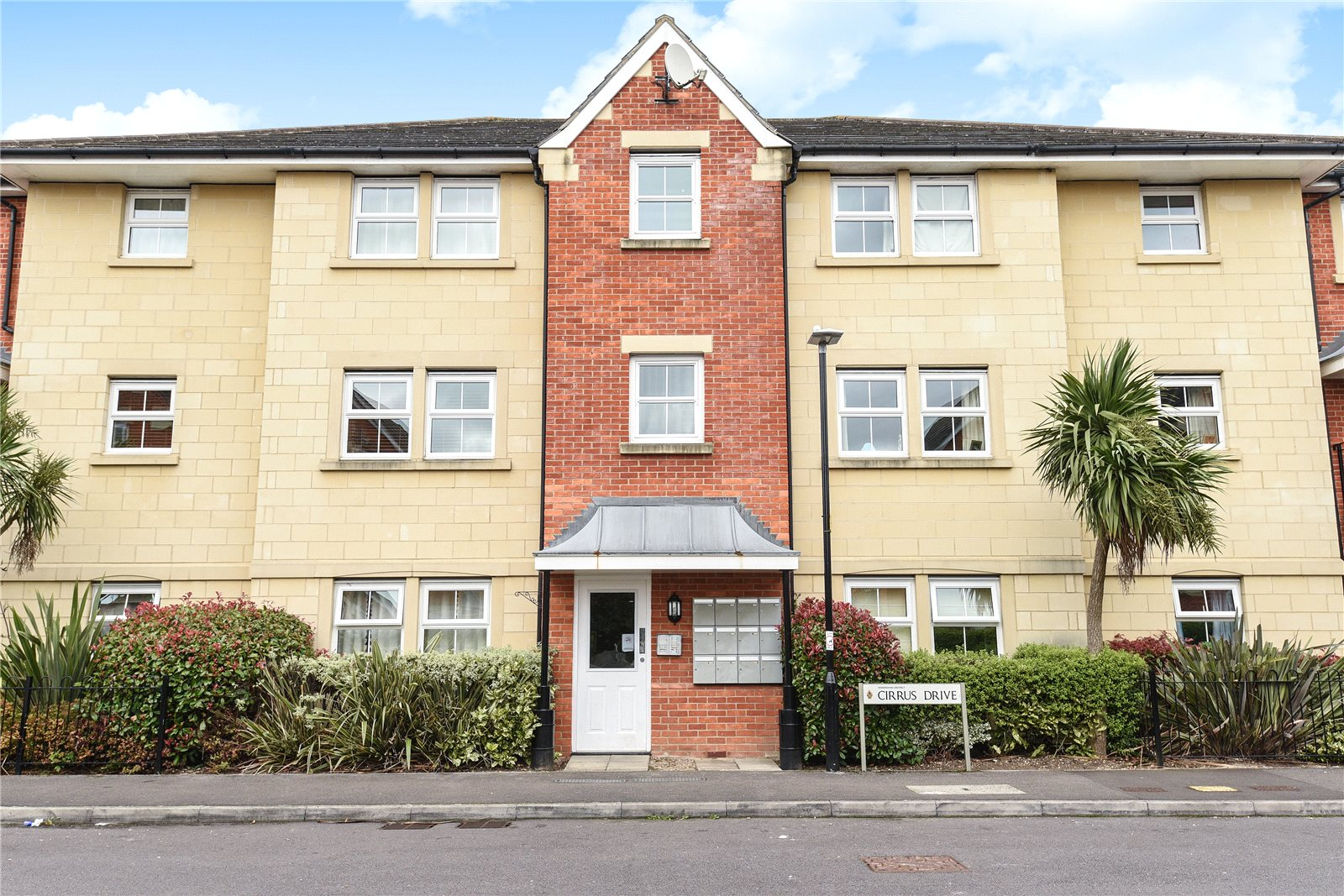 2 Bedrooms Apartment Flat for sale in Cirrus Drive, Shinfield, Reading, Berkshire, RG2