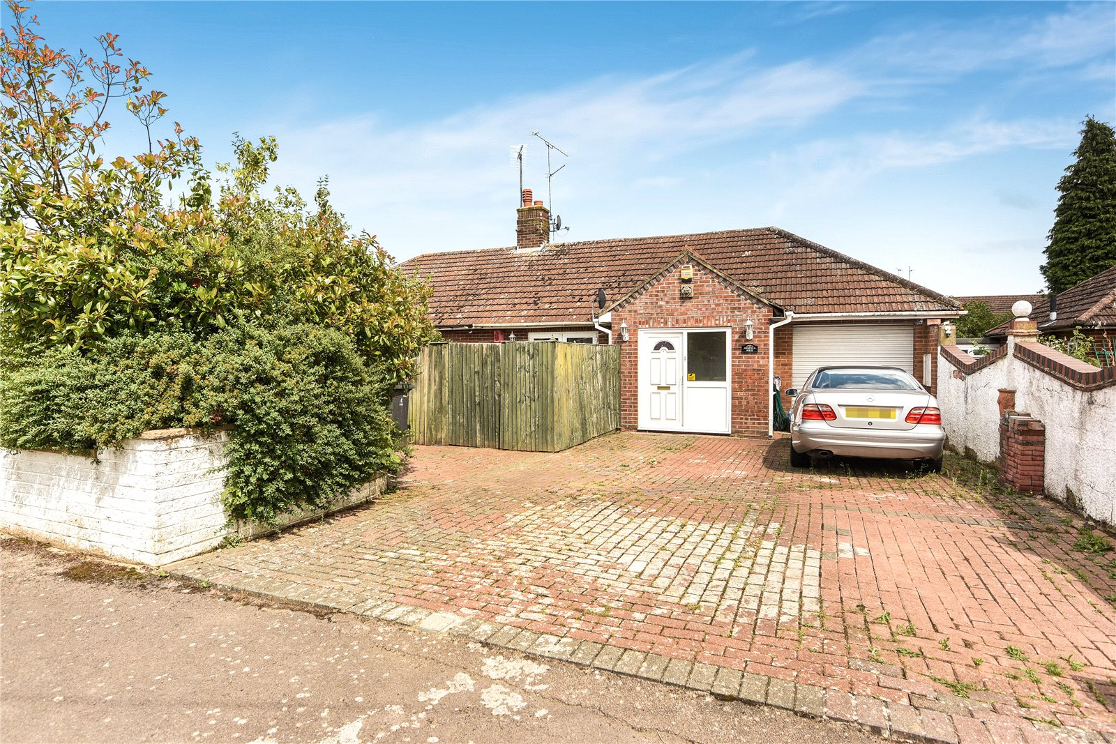 2 Bedrooms Semi Detached House for sale in Maker Close, Reading, Berkshire, RG30