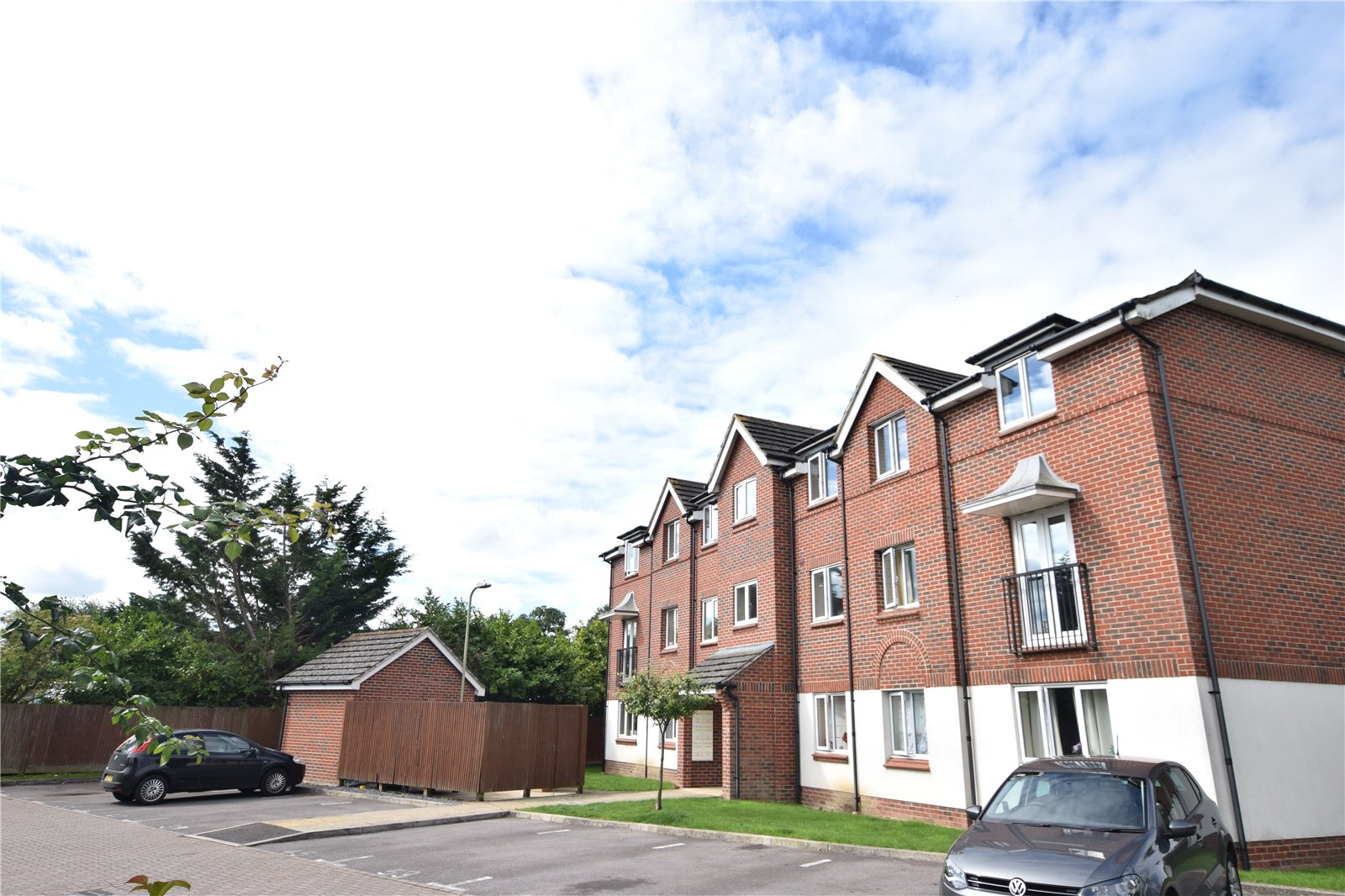 2 Bedrooms Apartment Flat for sale in Benham Drive, Spencers Wood, Reading, Berkshire, RG7