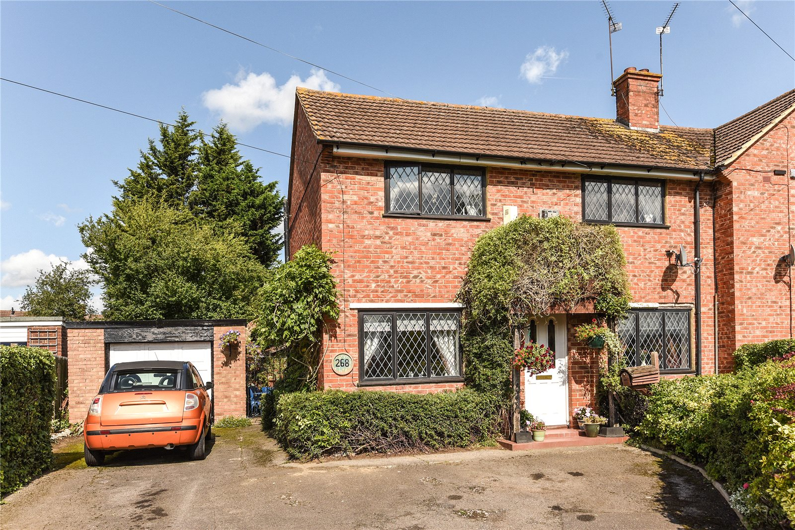 3 Bedrooms Semi Detached House for sale in Southcote Lane, Reading, Berkshire, RG30